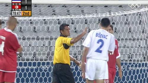 Trọng tài chính và trợ lý đã nhiều lần từ chối bàn thắng của các cầu thủ Tunisia.