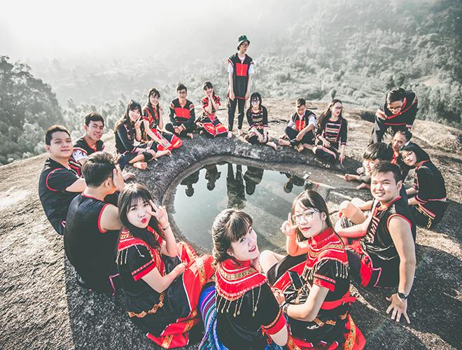 Bộ ảnh kỷ yếu đậm chất Tây Nguyên của 31 học sinh phố núi