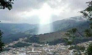Vầng sáng giống Chúa Jesus trên đám mây ở Columbia
