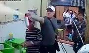 Nhóm côn đồ cầm gậy xông vào đập nát quán ăn