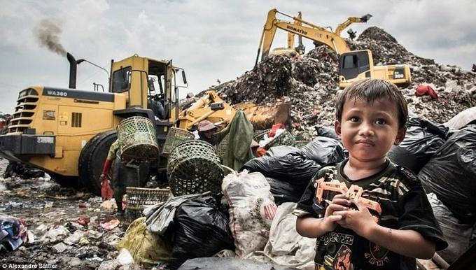 Cuộc sống tại bãi rác lớn nhất Đông Nam Á