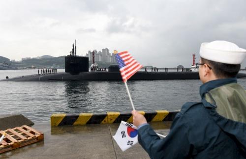 Tàu ngầm Michigan tại cảng Busan. Ảnh: