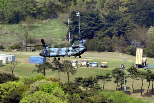 Hệ thống đánh chặn của THAAD tại vị trí triển khai hôm 27/4. Ảnh: Reuters