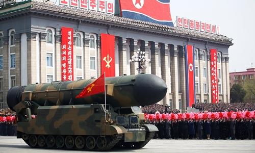 Tên lửa Triều Tiên trong lễ duyệt binh hồi tháng 4. Ảnh: Reuters.