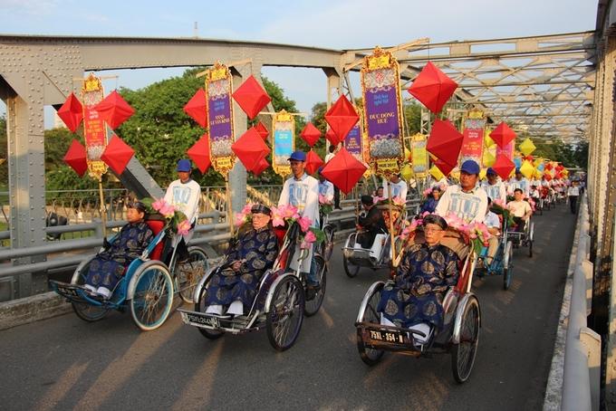 Hoa hậu Ngọc Hân tham gia Lễ rước tôn vinh nghệ nhân