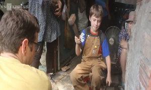 Khách Tây tập làm thợ rèn dao kéo ở Đa Sỹ