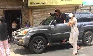 Kiều nữ Lexus 'xi nhan phải rẽ trái' gây bão mạng XH