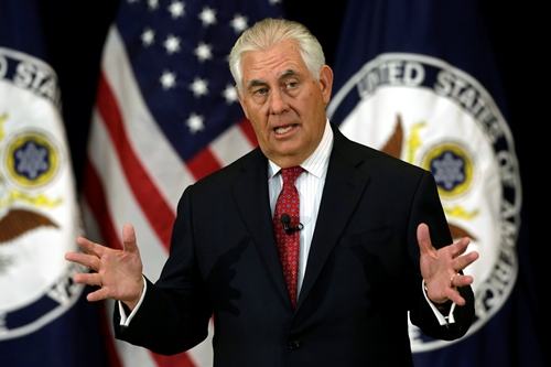 Ngoại trưởng Rex Tillerson phát biểu trước các nhân viên Bộ Ngoại giao Mỹ. Ảnh: Reuters