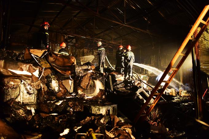 Hàng trăm điều hòa cháy thành than ở Hà Nội