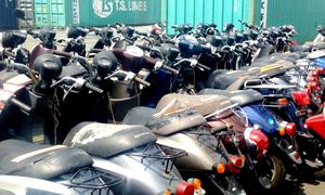 Hàng trăm xe máy đã qua sử dụng nhập lậu tại cảng Cát Lái