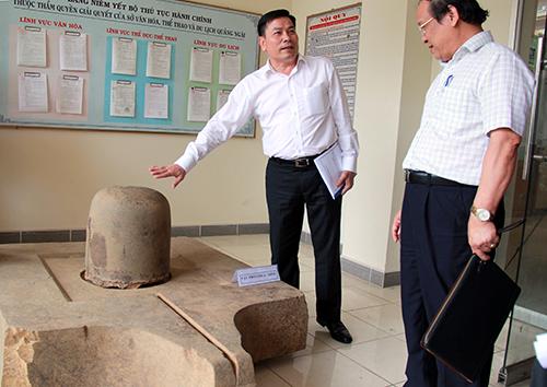 Bộ Linga-Yoni được các chuyên gia đánh giá thuộc loại lớn nhất của văn hóa Chăm. Ảnh: T.T