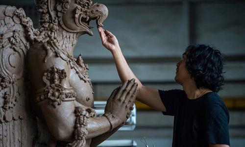 Bức tượng sinh vật huyền bí dành cho tang lễ hoàng gia Thái Lan. Ảnh: AFP.