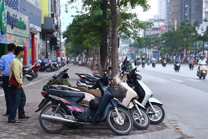 Muôn kiểu tái chiếm vỉa hè trên phố trung tâm Hà Nội