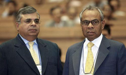 Hai anh em Sri và Gopi Hinduja dẫn đầu danh sách Người giàu Anh năm 2017. Ảnh: AFP.