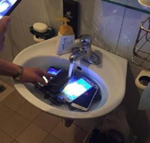 Cách vệ sinh điện thoại tại nhà.