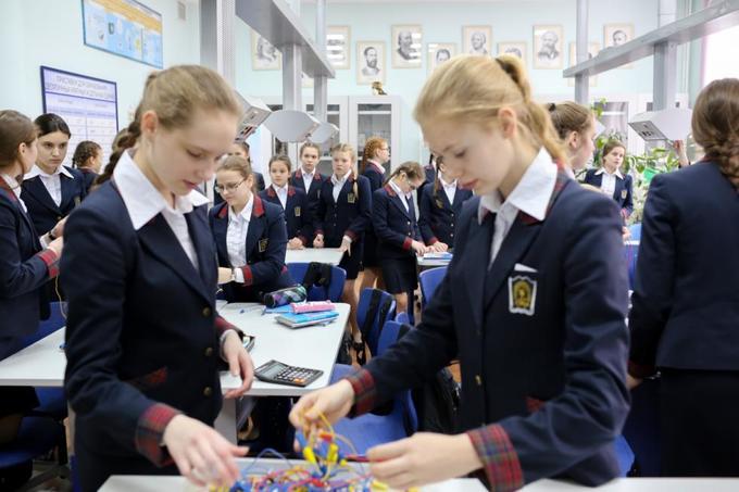 Cuộc sống trong trường nữ thiếu sinh quân Nga