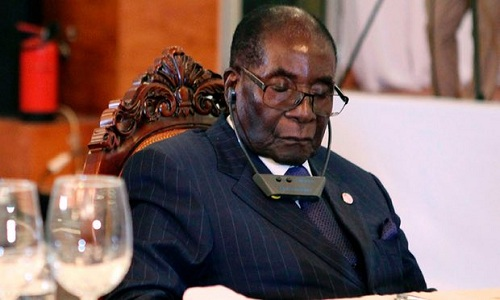 tong-thong-zimbabwe-93-tuoi-bi-nghi-ngu-gat-trong-cuoc-hop
