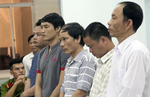 Các cựu công an huyện Khánh Sơn (Khánh Hòa) tại phiên tòa, năm 2016. Ảnh: Xuân Ngọc