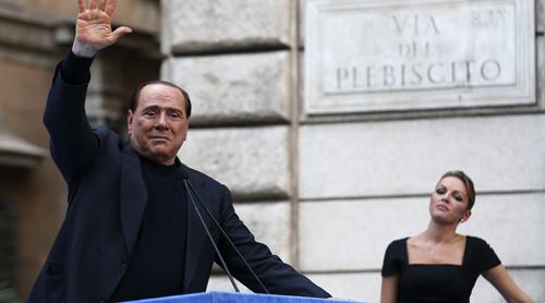 Ông Berlusconi, 80 tuổi, đanghẹn hò vớiFrancesca Pascale, 31 tuổi. Ảnh: Reuters