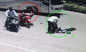 Hai người ngã xe máy bị kẻ gian trộm điện thoại