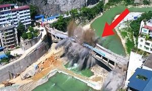 Cầu 44 năm biến thành tro bụi trong ba giây ở Trung Quốc