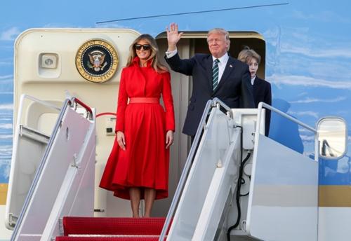 Tổng thống Mỹ Donald Trump cùng vợ và con trai. Ảnh: