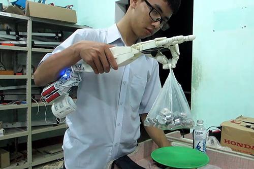 2-lan-bi-tu-choi-visa-nam-sinh-che-robot-dat-giai-ba-tai-my-1