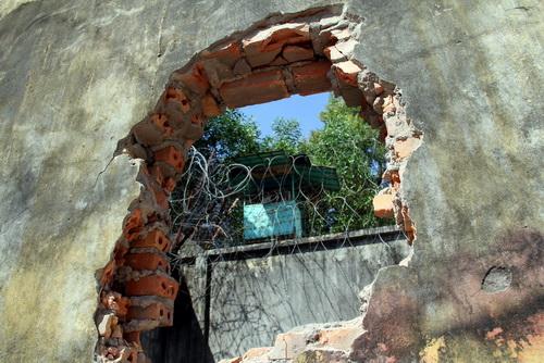 Học viên đục tường trốn trại cai nghiện cuối năm ngoái ở Bà Rịa - Vũng Tàu. Ảnh: Phước Tuấn