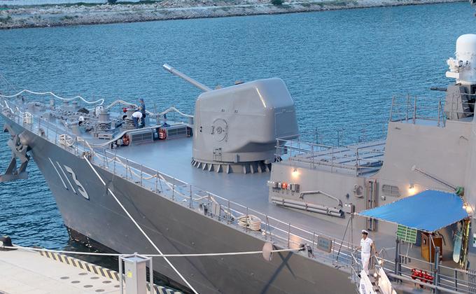 Tàu chiến Nhật Bản cập cảng Cam Ranh