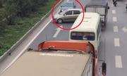 3 ôtô quay đầu, chạy ngược chiều trên cao tốc