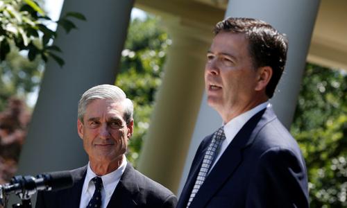 Cựu giám đốc FBI James Comey (phải) và cố vấn đặc biệt Robert Mueller. Ảnh: Reuters