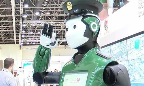 robot-canh-sat-bat-dau-tuan-tra-duong-pho-dubai