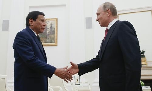 Tổng thống Philippines Rodrigo Duterte và Tổng thống Nga Vladimir Putin. Ảnh: Inquirer