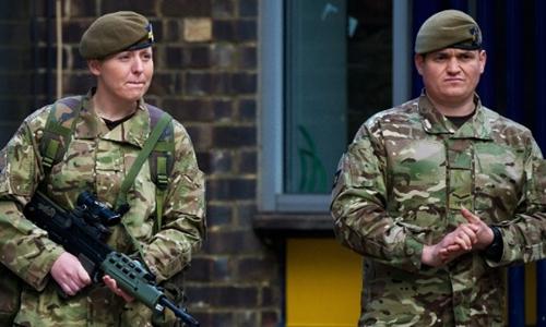 Quân đội Anh canh gác ở London