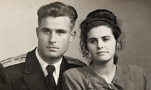 VasiliArkhipov (phải), sĩ quan hải quân Liên Xô cứu thế giới khỏi thảm họa hạt nhân. Ảnh: Guardian