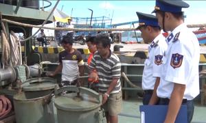 Liên tiếp bắt giữ các tàu buôn lậu dầu trên biển