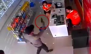 Nghi án dùng súng cướp cửa hàng điện thoại
