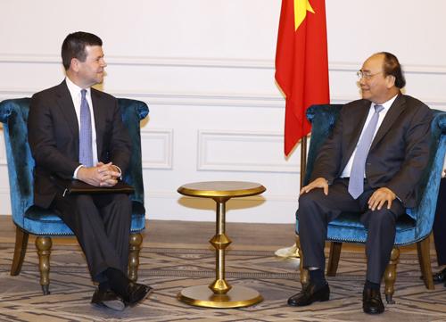 Thủ tướng Nguyễn Xuân Phúc tiếp ông Robert H. McCooey, Jr, Phó Chủ tịch Cấp cao của Sàn chứng khoán NASDAQ
