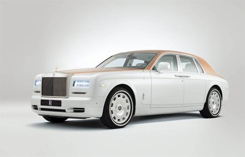 Phantom lấy cảm hứng từ nhà thờ Hồi giáo Sheikh Zayed Grand Mosque.