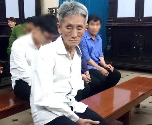 ong-lao-70-xam-hai-be-gai-hang-xom