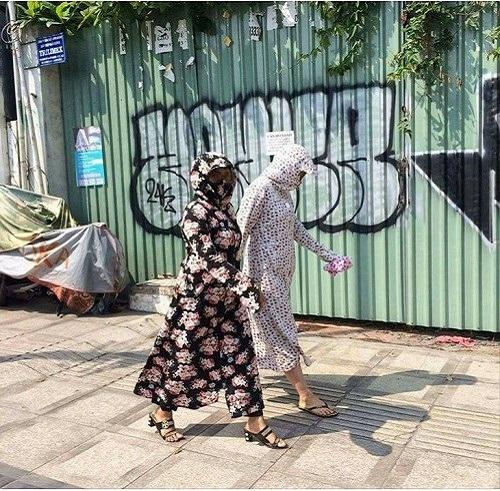 Thời trangmùa nắng nóng kỷ lục ở Việt Nam.