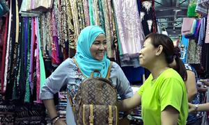 Tiểu thương nói được 3 ngoại ngữ ở ngôi chợ cổ Sài Gòn