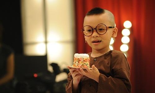 Khả năng diễn xuất của bé quá đỉnh khiến Trấn Thành, Việt Hương bái phục