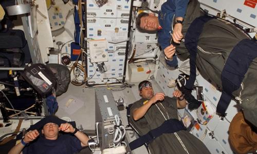 Giấc ngủ trên ISS của các phi hành gia. Ảnh: NASA