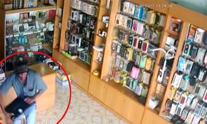 Trộm đột nhập vào cửa hàng trộm laptop