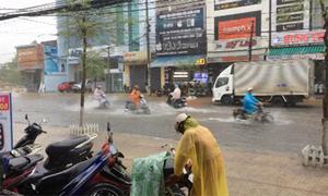 Mưa đầu mùa ngập đường ở Quảng Nam