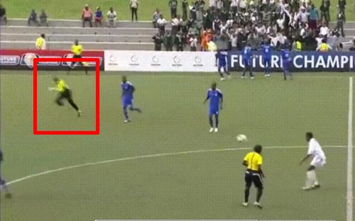 Mải mê ăn mừng bàn thắng, cả đội áo xanh đã phải trả giá đắt.