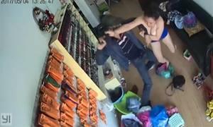 Giây phút liều mình đánh đuổi tên cướp của nữ chủ tiệm