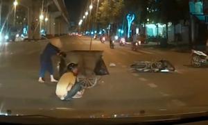 Thanh niên chạy xe máy ngã sõng soài vì tránh chị lao công