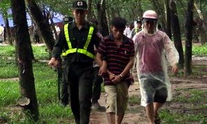 Cảnh sát đột kích 'casino' trong rừng cao su